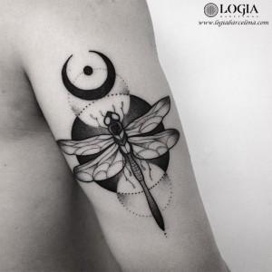 tatuaje-brazo-libelula-geometria-logia-barcelona-franki