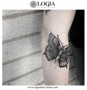 tatuaje-brazo-mariposa-logia-barcelona-franki