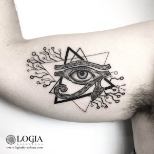 tatuaje-brazo-ojo-egipcio-logiabarcelona-franki