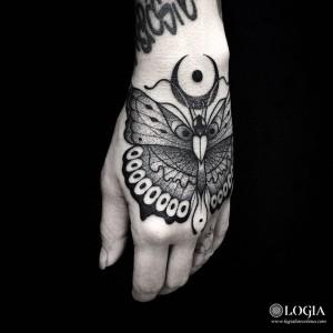tatuaje-mano-polilla-logiabarcelona-franki