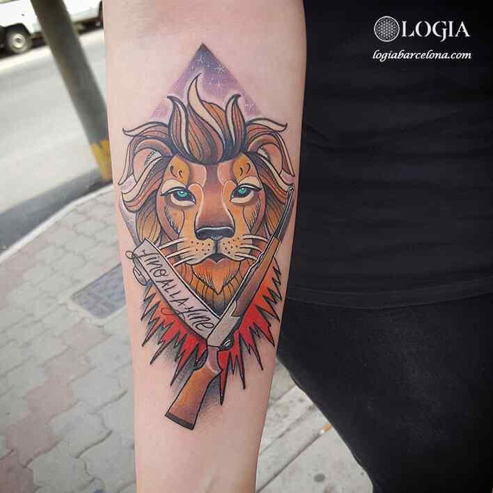 tatuaje leon en antebrazo Logia Barcelona