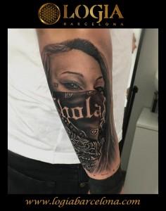 tatuaje-brazo-pañuelo-Logia-Barcelona-Grego