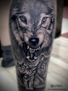 tatuaje-lobo-manada-familia-logia-barcelona-grego