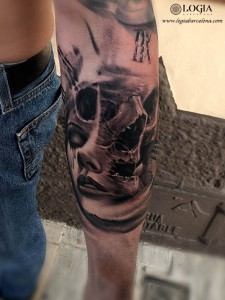 tatuaje-mujer-muerte-retrato-logia-barcelona-grego