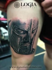 tatuaje-pierna-espartano-Logia-Barcelona-Grego