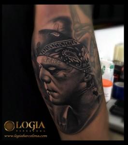 tatuaje-pierna-frankstein-Logia-Barcelona-Grego