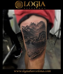 tatuaje-pierna-paisaje-Logia-Barcelona-Grego