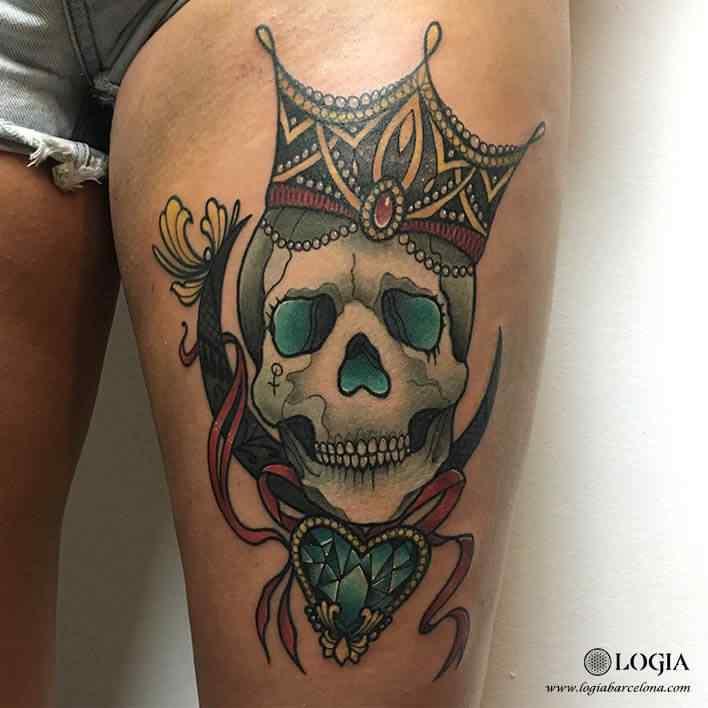 tatuaje-pierna-calavera-color-logia-barcelona-illy
