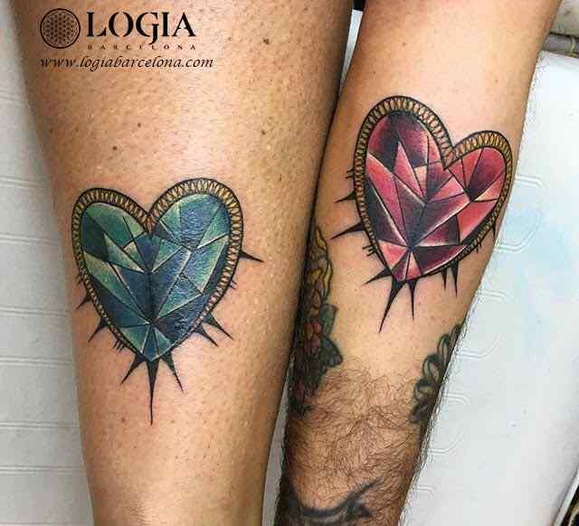 tatuaje-pierna-corazones-diamantes-color-logia-barcelona-illy