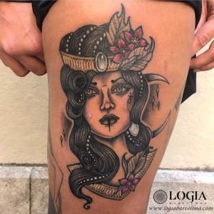 tatuaje-pierna-mujer-color-logia-barcelona-illy