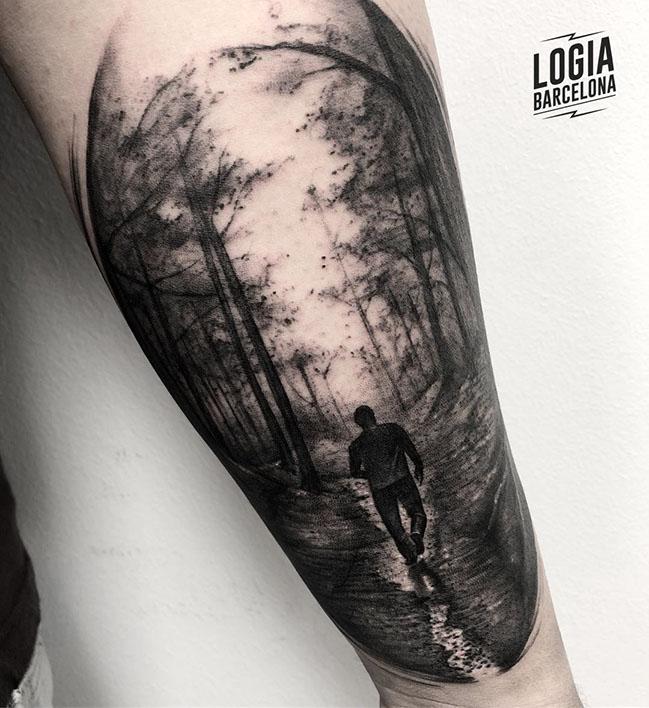 Tatuaje realista paisaje Brazo Logia Barcelona