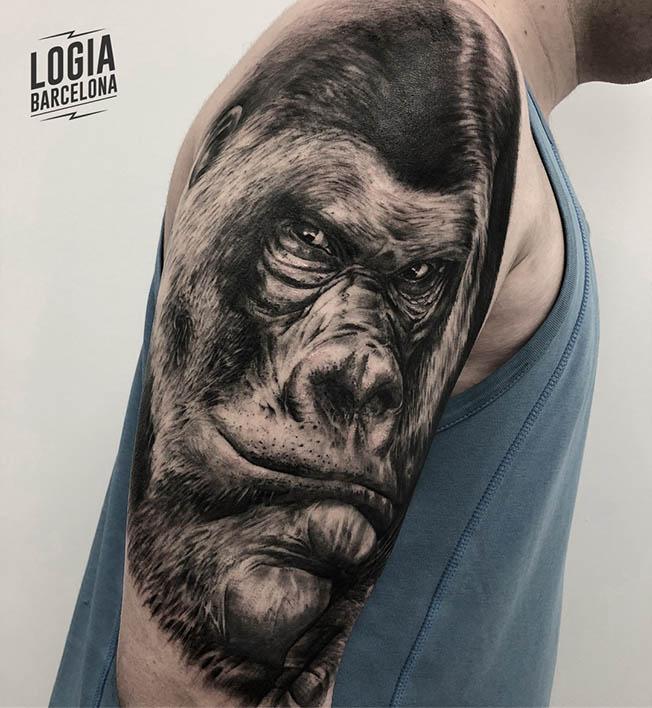 Tatuaje realista Gorila Retrato Brazo Logia Barcelona