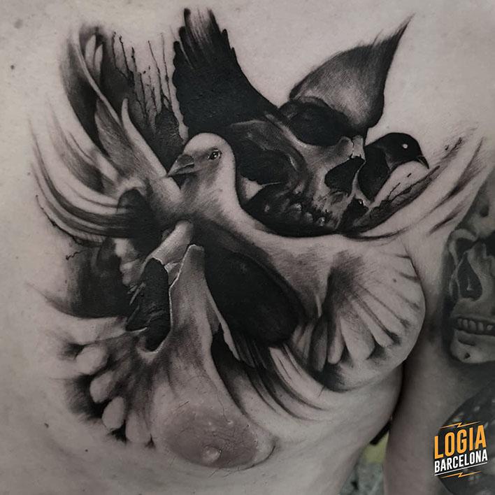 tatuaje paloma calavera pecho logia barcelona