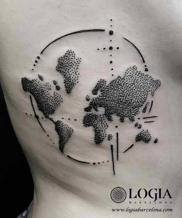 tatuaje en las costillas estilo puntillismo tatuador Juanma Zombie Logia Barcelona