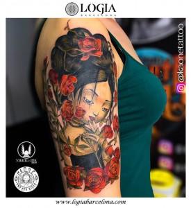 tatuaje-brazo-mujer-rosas-logia-barcelona-kaone