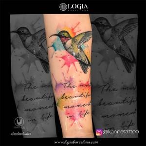 tatuaje-brazo-pajaro-lettering-logia-barcelona-kaone