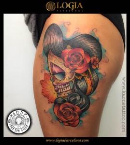 tatuaje-katrina-pierna-flores-logia-barcelona-kaone
