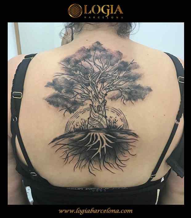 tatuaje-arbol-espalda-logia-barcelona-kathycaboom