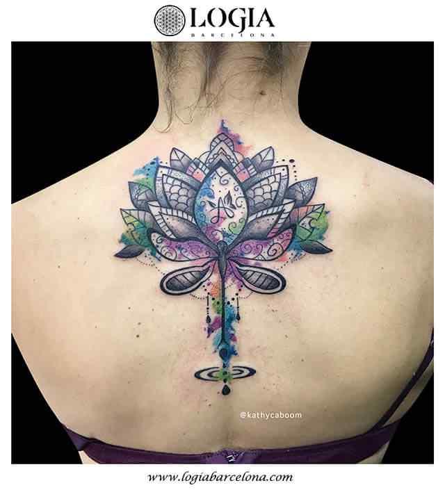 tatuaje-watercolor-loto-espalda-logia-barcelona-kathycaboom