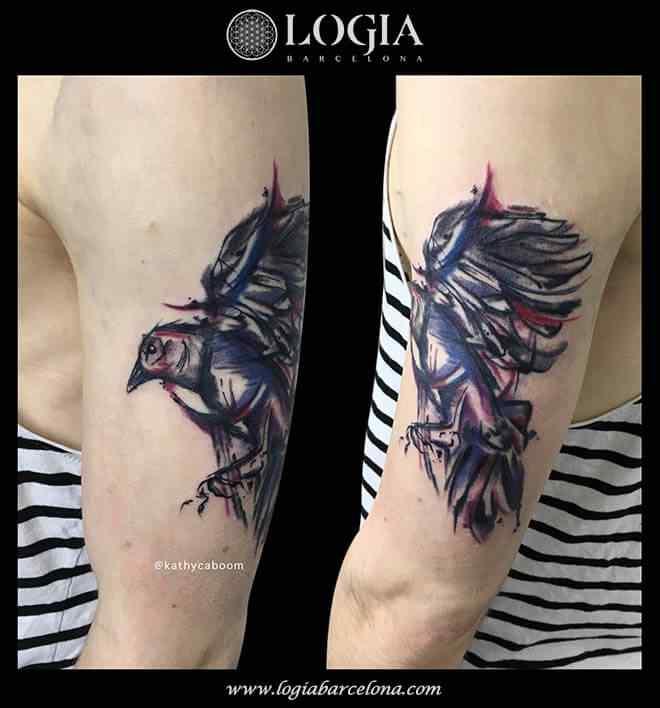 tatuaje-watercolor-pajaro-brazo-logia-barcelona-kathycaboom