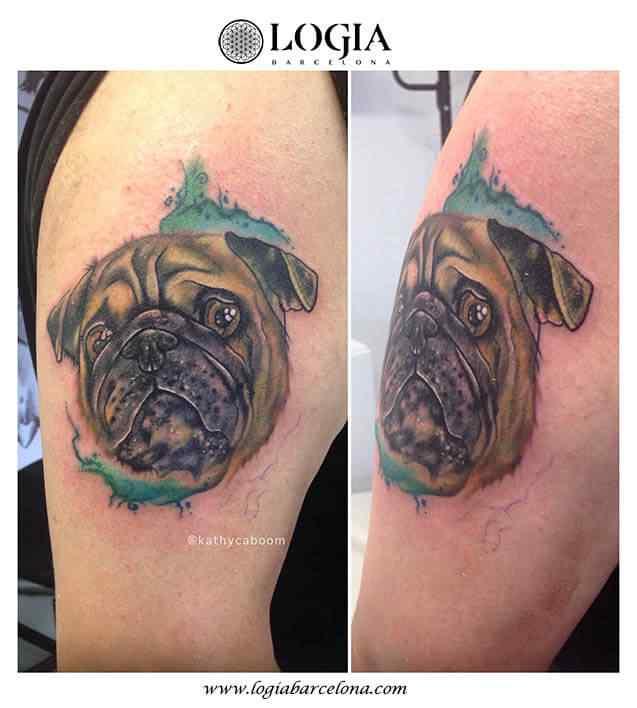 tatuaje-watercolor-perro-hombro-logia-barcelona-kathycaboom