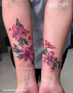 tatuaje-flores-brazos-logia-barcelona-kathycaboom