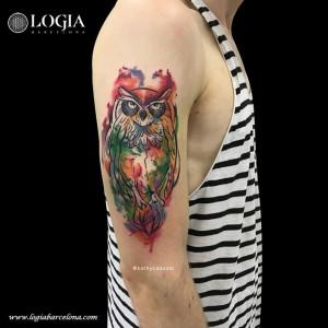 tatuaje-watercolor-buho-hombro-logia-barcelona-kathycaboom
