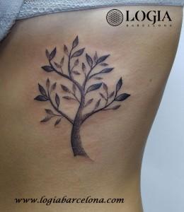 tatuaje-arbol-dorsal-cuello-logia-barcelona-luana