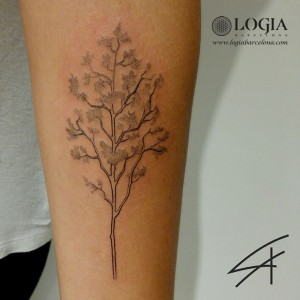 tatuaje-brazo-arbol-logiabarcelona-luana-xavier