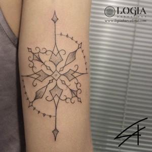 tatuaje-brazo-mandala-logiabarcelona-luana-xavier