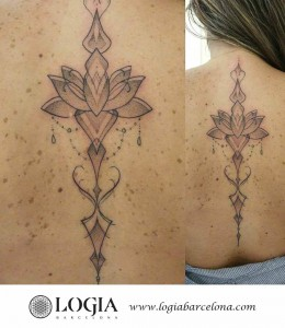 tatuaje-espalda-mandala-largo-logiabarcelona-luana-xavier