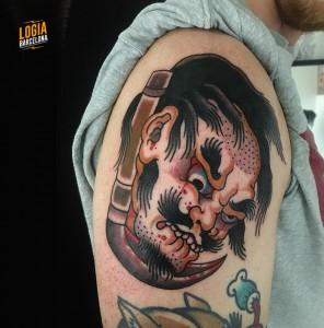 tatuaje_japones_hombro_decapitar_lelectric_Logia_Barcelona