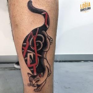 tatuaje_japones_pierna_gato_lelectric_Logia_Barcelona