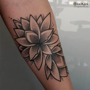tattoo-brazo-flores-de-lotto-camisani