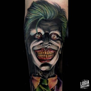 tatuaje_color_joker_pierna_logiabarcelona_maxi_pain