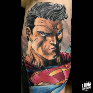 tatuaje_color_superman_brazo_logiabarcelona_maxi_pain
