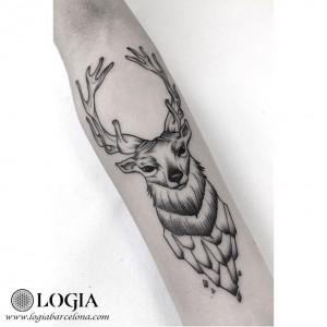tatuaje-ciervo-brazo-moskid-logia-barcelona