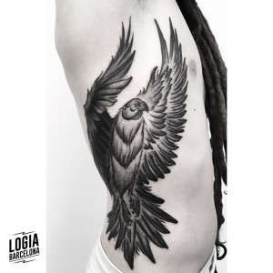 tatuaje-dorsal-aguila-blackwork-logia-barcelona-moskid