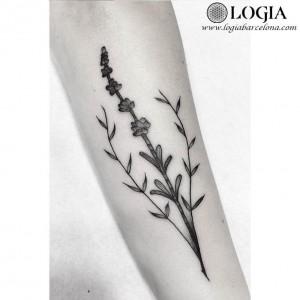 tatuaje-flor-antebrazo-moskid-logia-barcelona