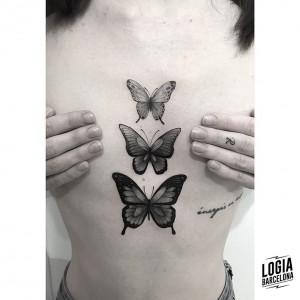 tatuaje-pecho-mariposas-blackwork-logia-barcelona-moskid