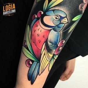 tatuaje_brazo_pajaro_nastia_logia_barcelona