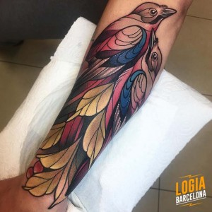 tatuaje_brazo_pajaros_nastia_logia_barcelona