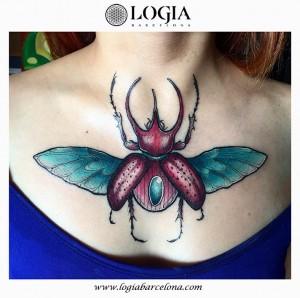 tatuaje-pectoral-escarabajo-logia-barcelona-Negative