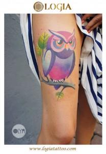 Tatuaje-color-buho-pierna-logia-tattoo-Olya