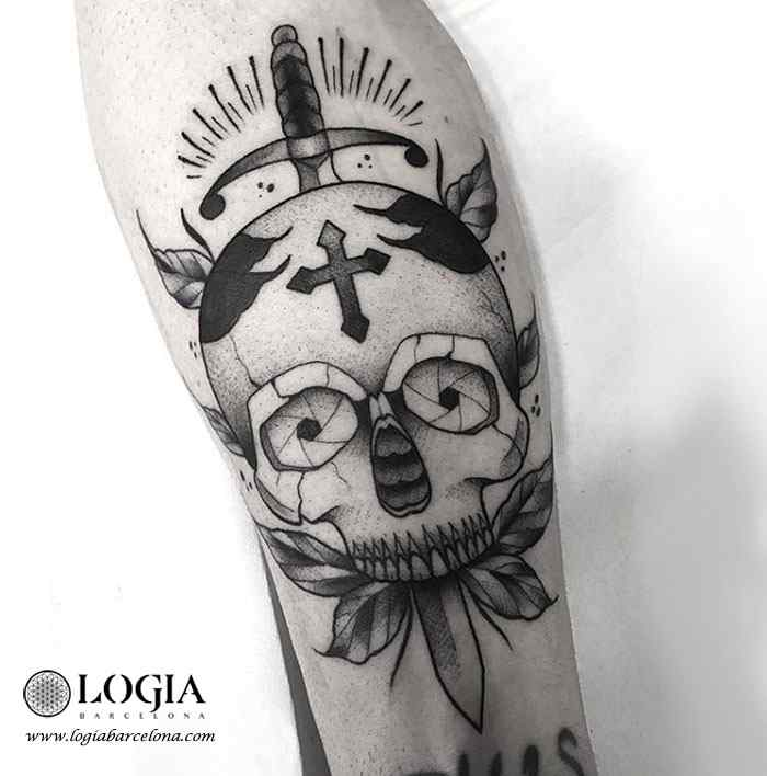 tatuaje de cruz con calavera logia tattoo