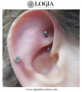 Piercing-Daith-y-Antihelix-Logia-Barcelona-Miki