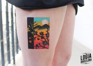 tatuaje_pierna_plantas_flores_montañas_luna_color_logia_barcelona_polyc