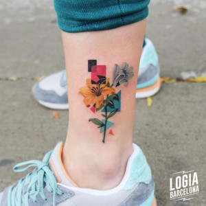 tatuaje_tobillo_flores_color_logia_barcelona_polyc
