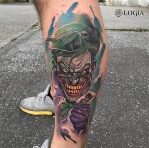 Tatuaje de comic Joker en la pierna Rzychu