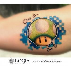 tatuaje-brazo-seta-mario-logia-barcelona-sauco